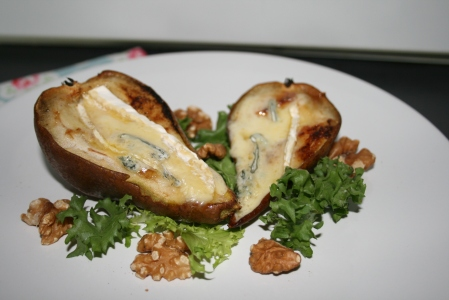 Pears with blue cheese and walnuts
